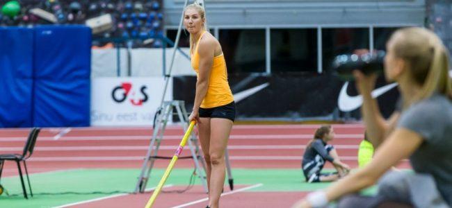 Reena Koll hüppas Tartu Ülikooli staadioni suvisel teivashüppeõhtul uue Eesti rekordi